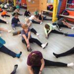 Joves i majors dancen i comparteixen projecte educatiu a Castellar-l'Oliveral