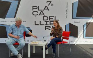 La #UPAiora recita a Carmelina Sánchez Cutillas a la Plaça del Llibre